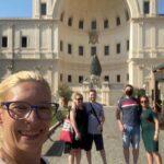 Na dziedzińcu szyszki w Muzeach Watykańskich